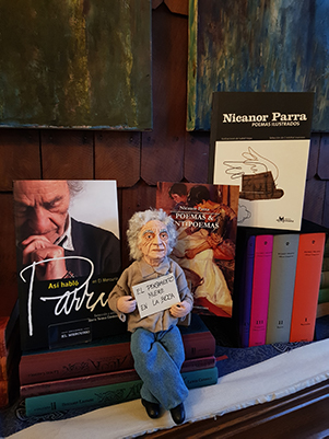 FIGURA DECORATIVA NICANOR PARRA